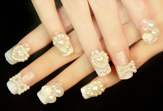 Awesome Pearl Design In Heart Shape 3D Nail Art