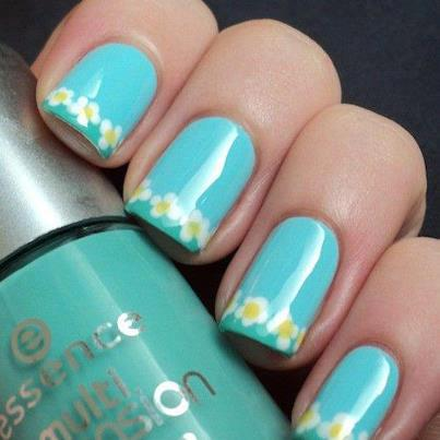 Fabulous Blue Nail Art With Flower Tip
