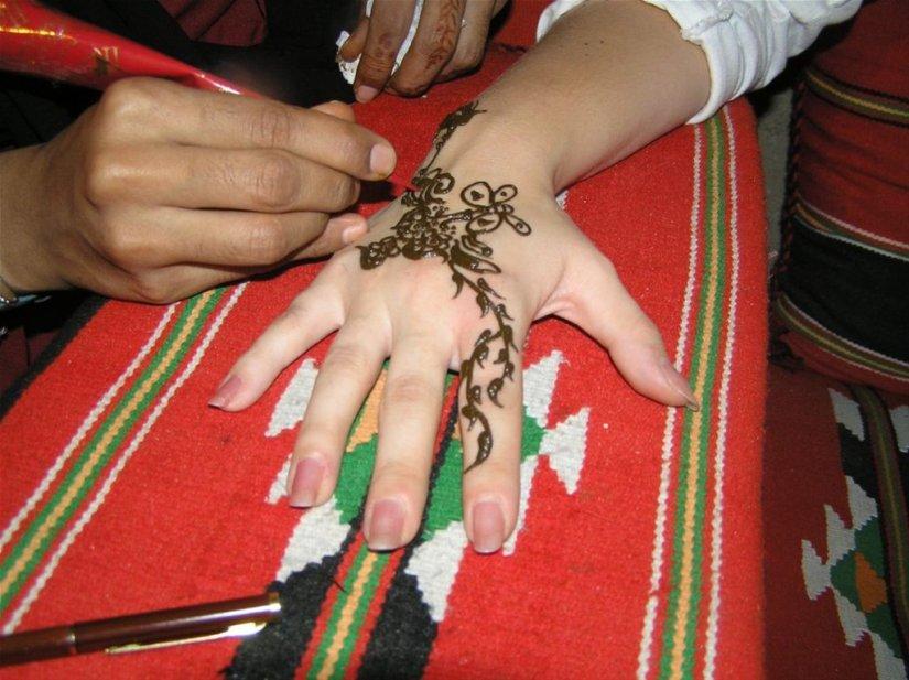 Fabulous Henna Tattoo Design On Hand For Girls