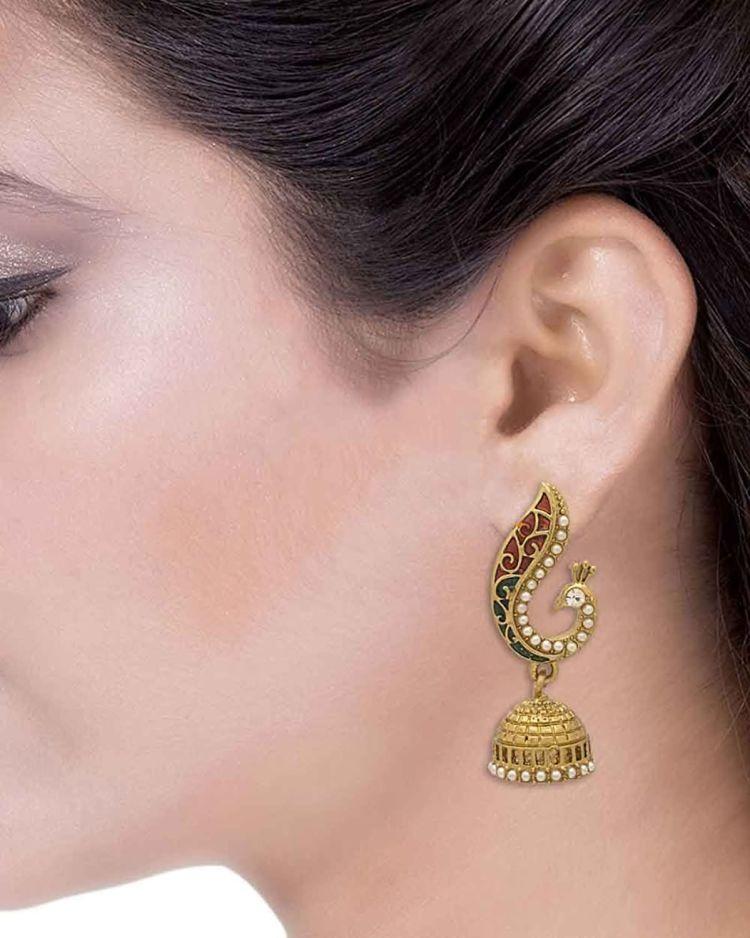 Gold Ear Rings Wallpaper 003