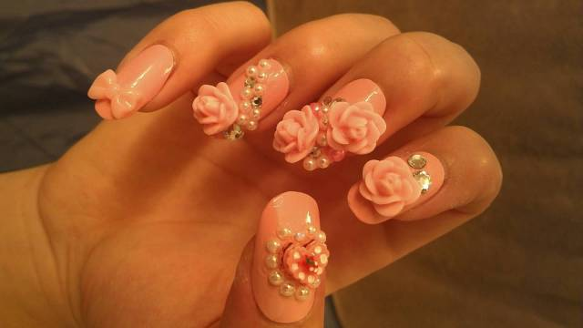Great 3D Rose With Diamond And Diamond 3D Rose Flower Nail Art