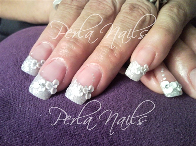 Great Ink Flower With White Tip 3D Nail Art