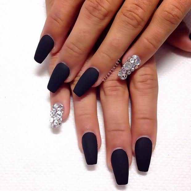 Incredible Full Black Nail paint With Rhinestones Accent Nail Art