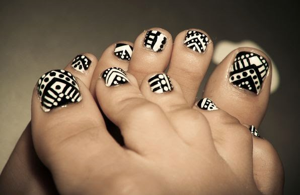 Most Coolest Black And White Nail Art On Foot