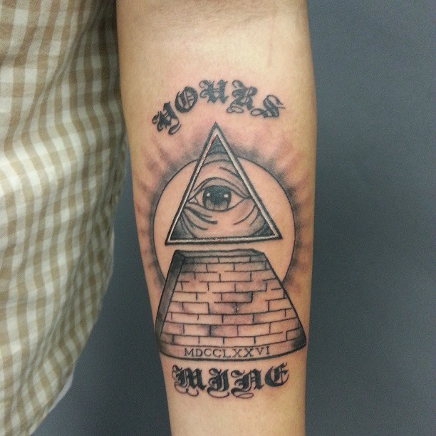 Out Standing All Seeing Eye Pyramid Tattoo Design For Boys