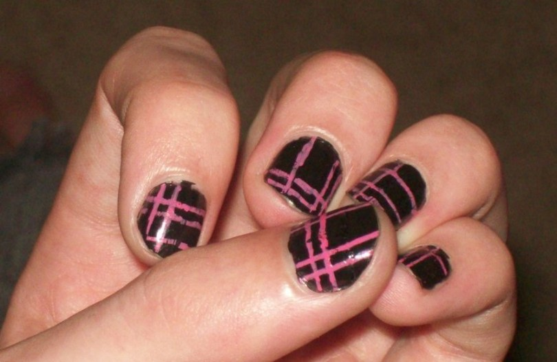 Phenomenal Black And Pink Nails With Lining Design