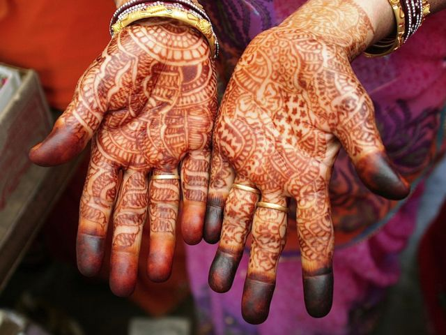 Traditional Henna Hands Tattoo Art For Girls