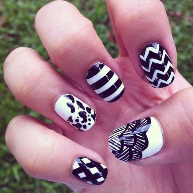 Tremendous 5 Design Of Black And White Nails
