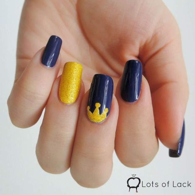 Tremendous Crown Design Yellow And Blue Nails