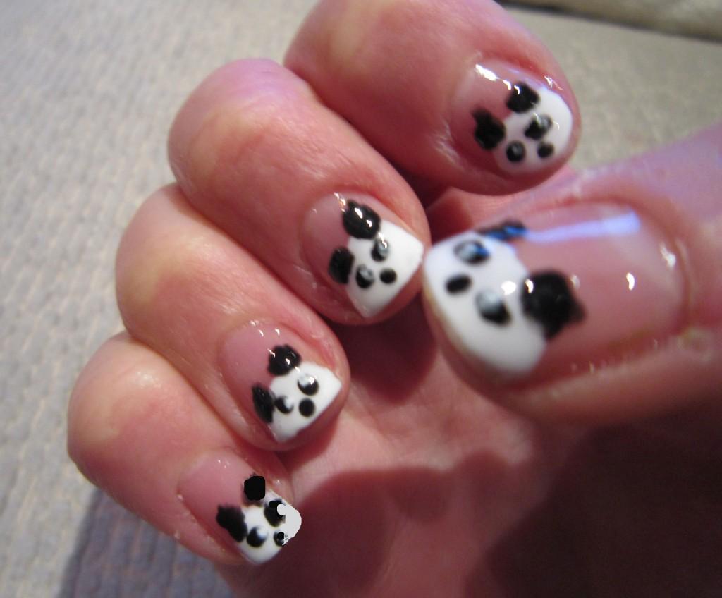 White color nail art - Black And White Nail Art Design
