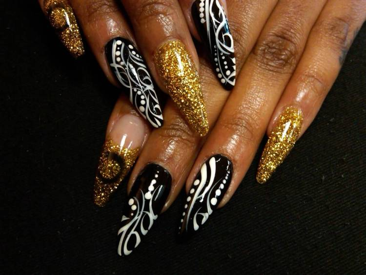 Wonderful Golden Color Nail Paint And Balck And White Stripes 3D Nail Art
