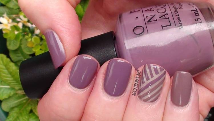 Wonderful Light Purple Color Nail Paint With Stripes Accent Nail Art