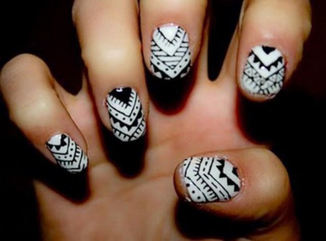 Wonderful Unique Design Of Black And White Nails