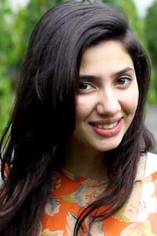 cute smile of mahira khan