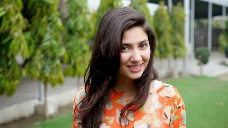 mahira khan photo with beautiful background