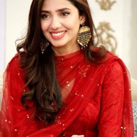 unique photo of mahira khan in red suit