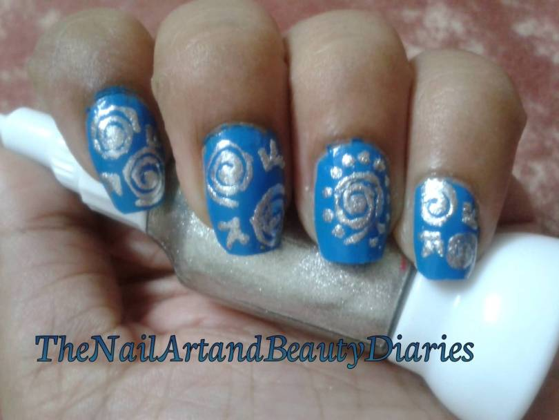 Best Blue And Silver Nails With Round Design
