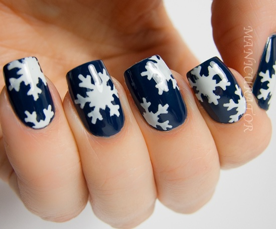 Fabulous Blue Nails With Snow Design
