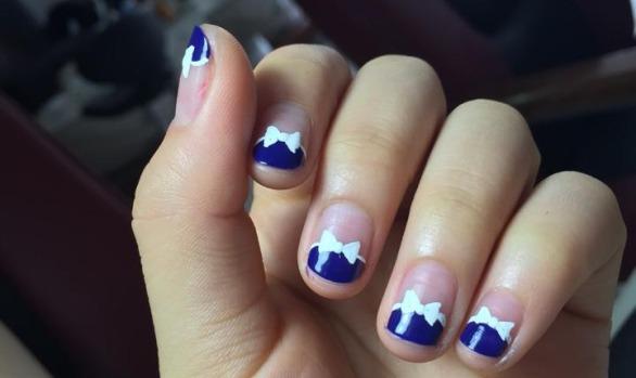 Glossy Bow Nails