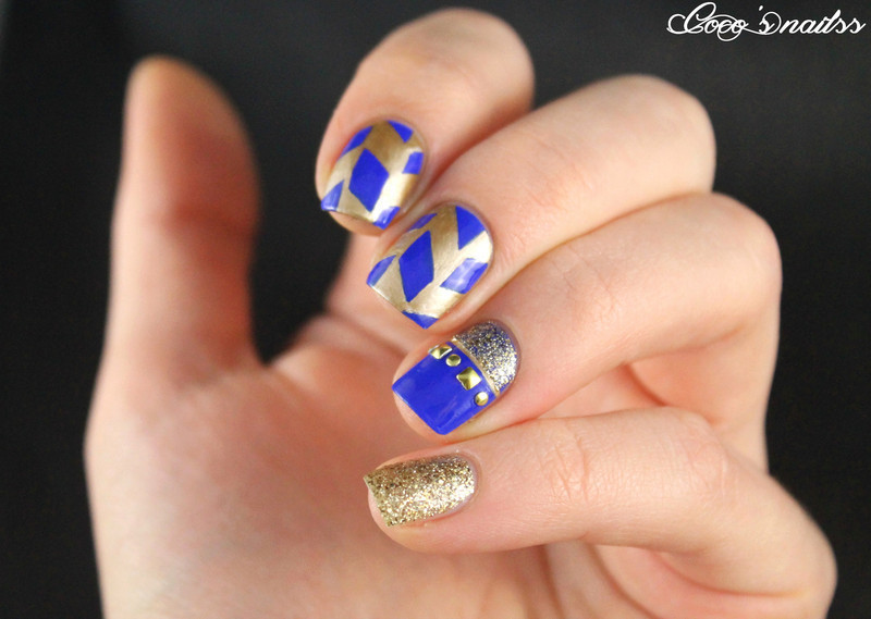 Tremendous Blue Nails With Golden Design