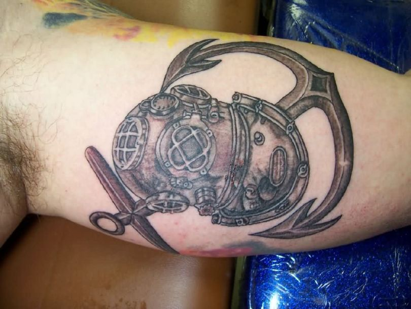 Perfect Diving Helmet Tattoo On Shoulder for mens