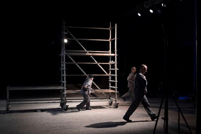 """""""Cour Nord"""" par la compagnie Théâtre du Midi au Festival de l'Arpenteur 2016"""