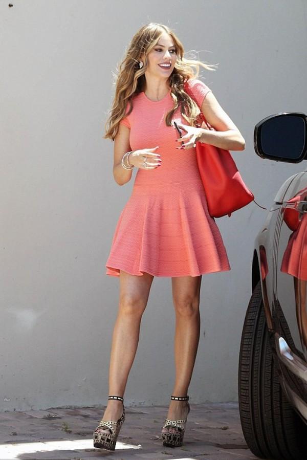 kitchen bags floor lino dress, sofia vergara, wedges, summer outfits - wheretoget