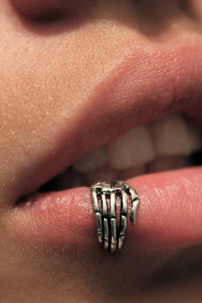 Jewels Lip Ring Piercing Jewelery Silver Lips Hand Jewelry Love Fashion Teeth Pretty Lip Skeleton Ring