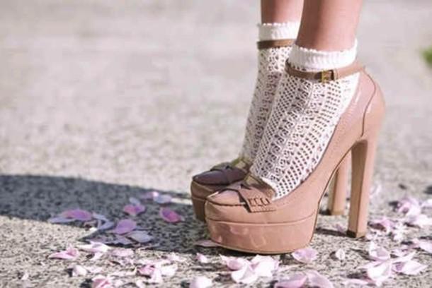 Afbeeldingsresultaat voor lace socks heels