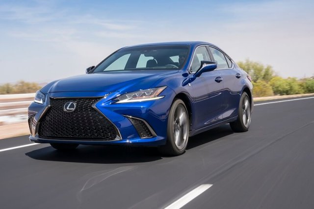 Not only in the Lexus ES roomy, the ride quality is downright fantastic.