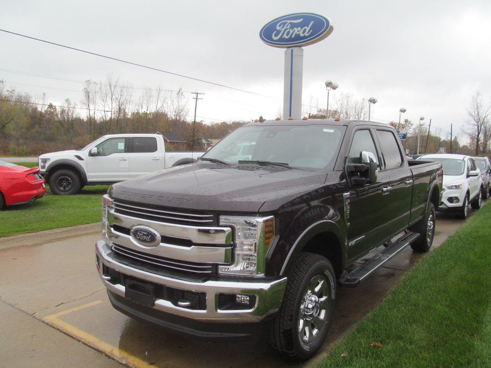 hight resolution of new 2019 fordsuper duty f 350 4 door fx4 lariat w heated cooled front seats nav lariat 4wd crew cab 8 box