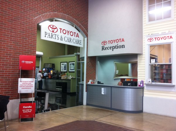 Green Toyota Springfield Il >> Toyota Dealership Springfield Year Of Clean Water