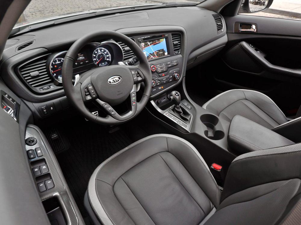 medium resolution of 2013 kia sedona interior