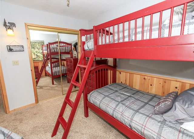 Bedroom with Bunk bed and double bed