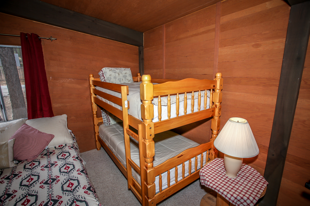 Bedroom with Queen Bed & Bunk Bed