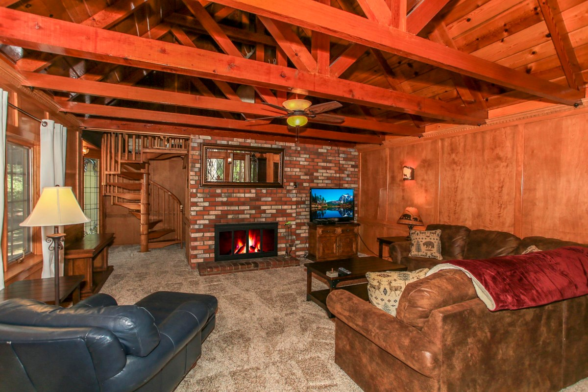 Spacious, Cozy Living Room with Fireplace