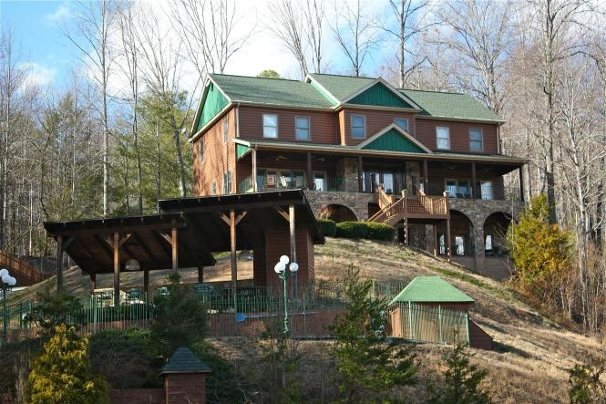 Shenandoah Lodge A 5 Bedroom Cabin In Gatlinburg Tennessee Mountain Laurel Chalets Als
