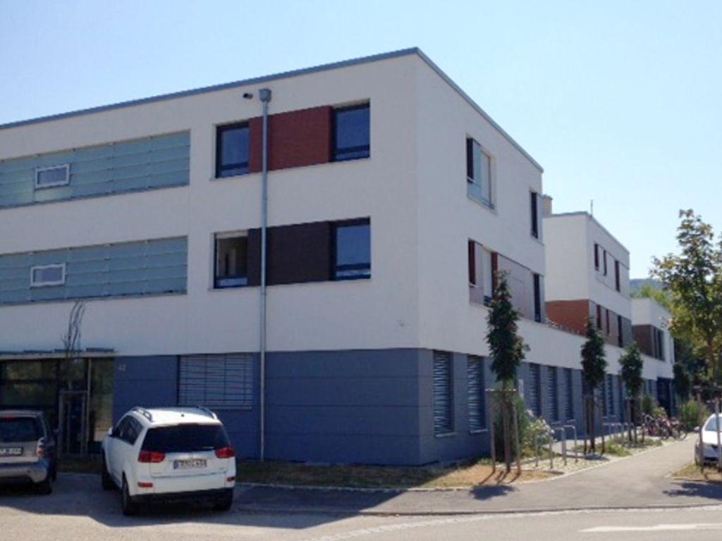 2-Zimmer-Wohnung Im 2. Og Mit Einbauküche, Wintergarten Und Balkon