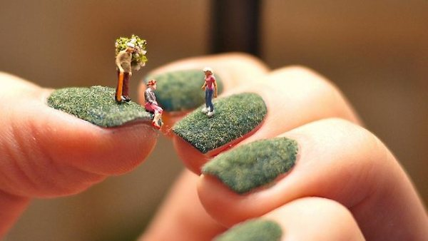 896214-miniature-world-nail-art