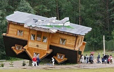 Unusual-and-Unique-Upside-Down-House-Design