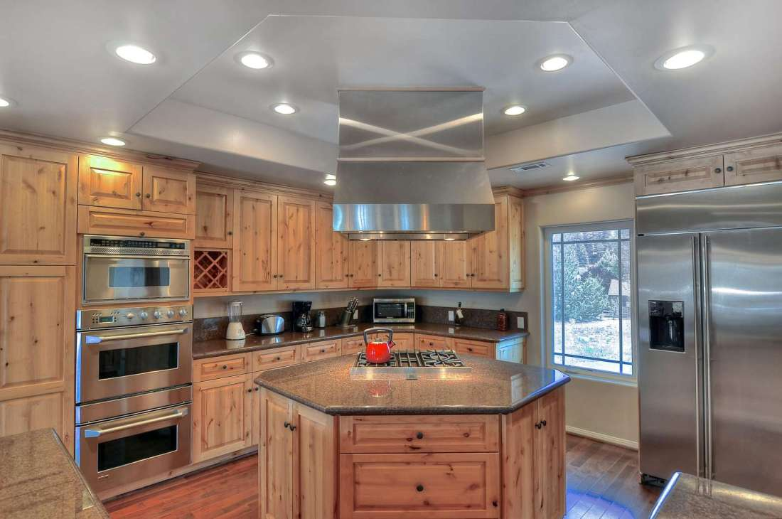 Chef's Kitchen - Double Oven and Built in Fridge