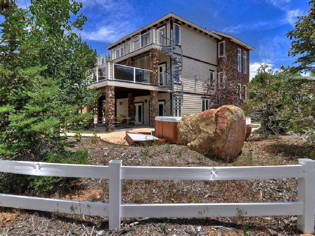 Boulder Bay Lodge