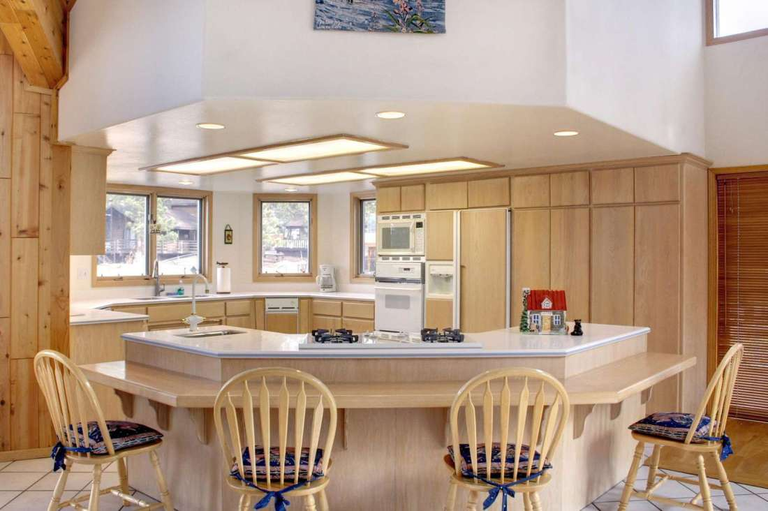 Breakfast bar in the kitchen!