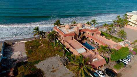 El Delfin Oceanfront Estate (Sleeps 40)