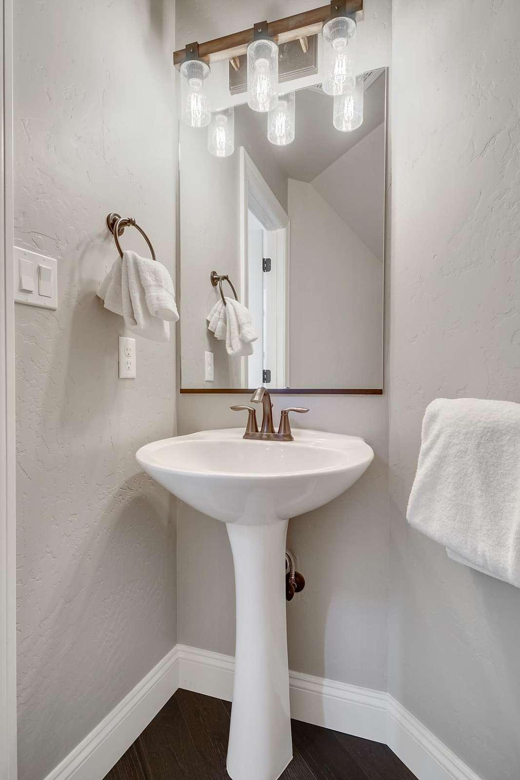 Hawk House IV Main Downstairs Bathroom