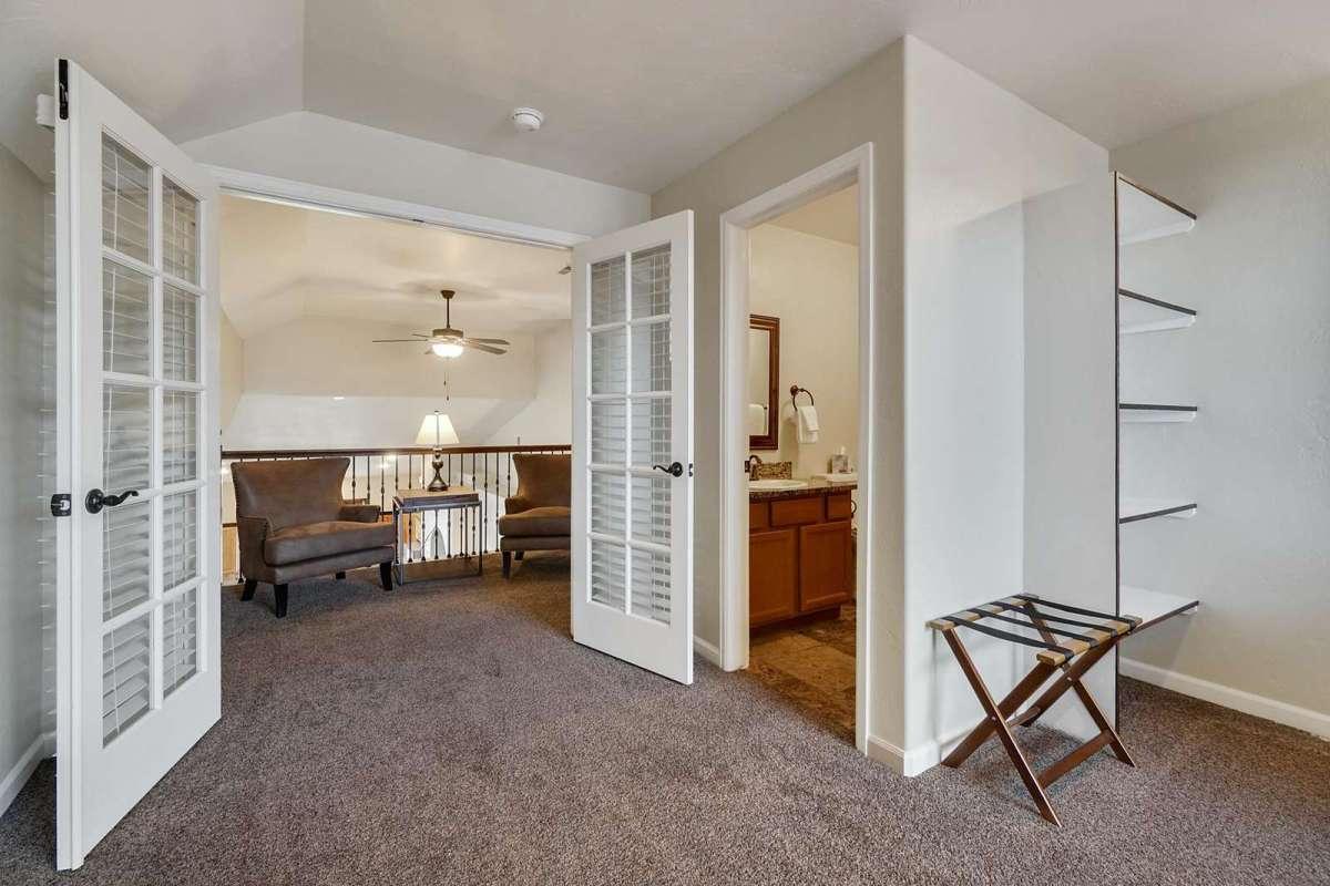 Black Bear II Upstairs Suite