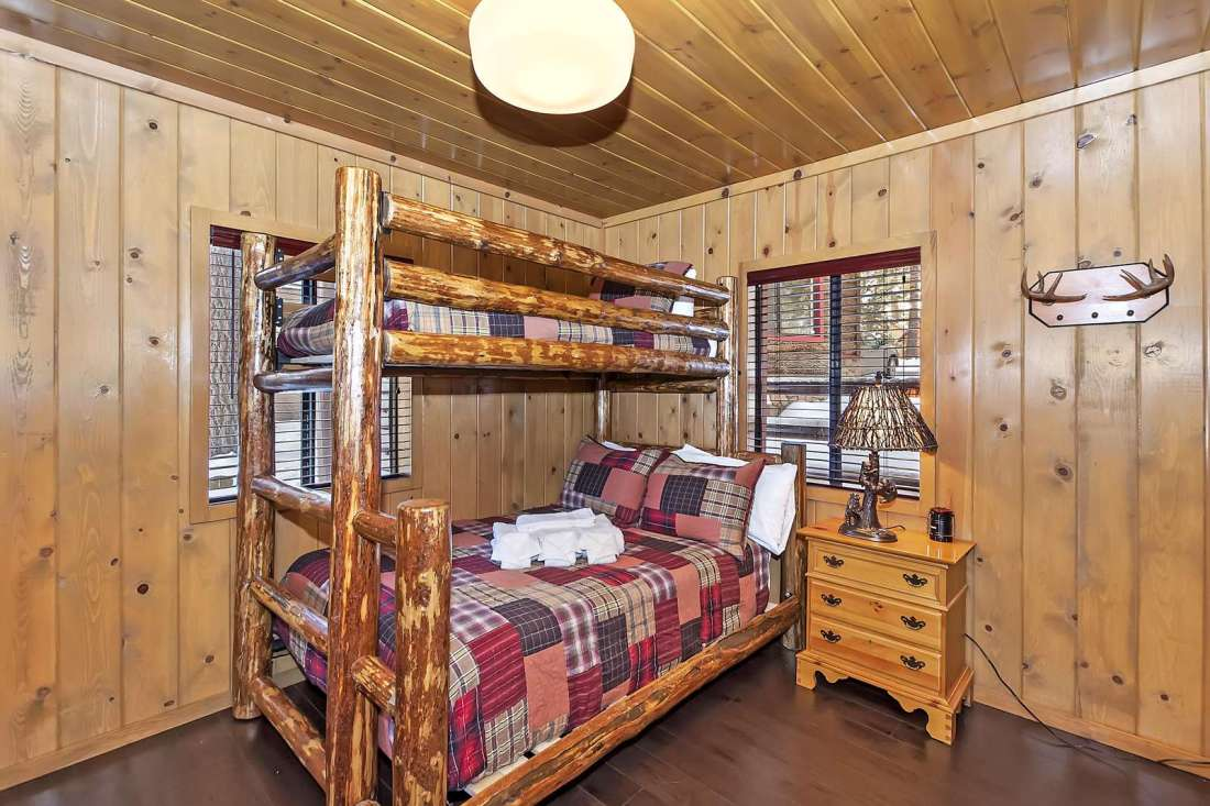 Bunk Bedroom (2)