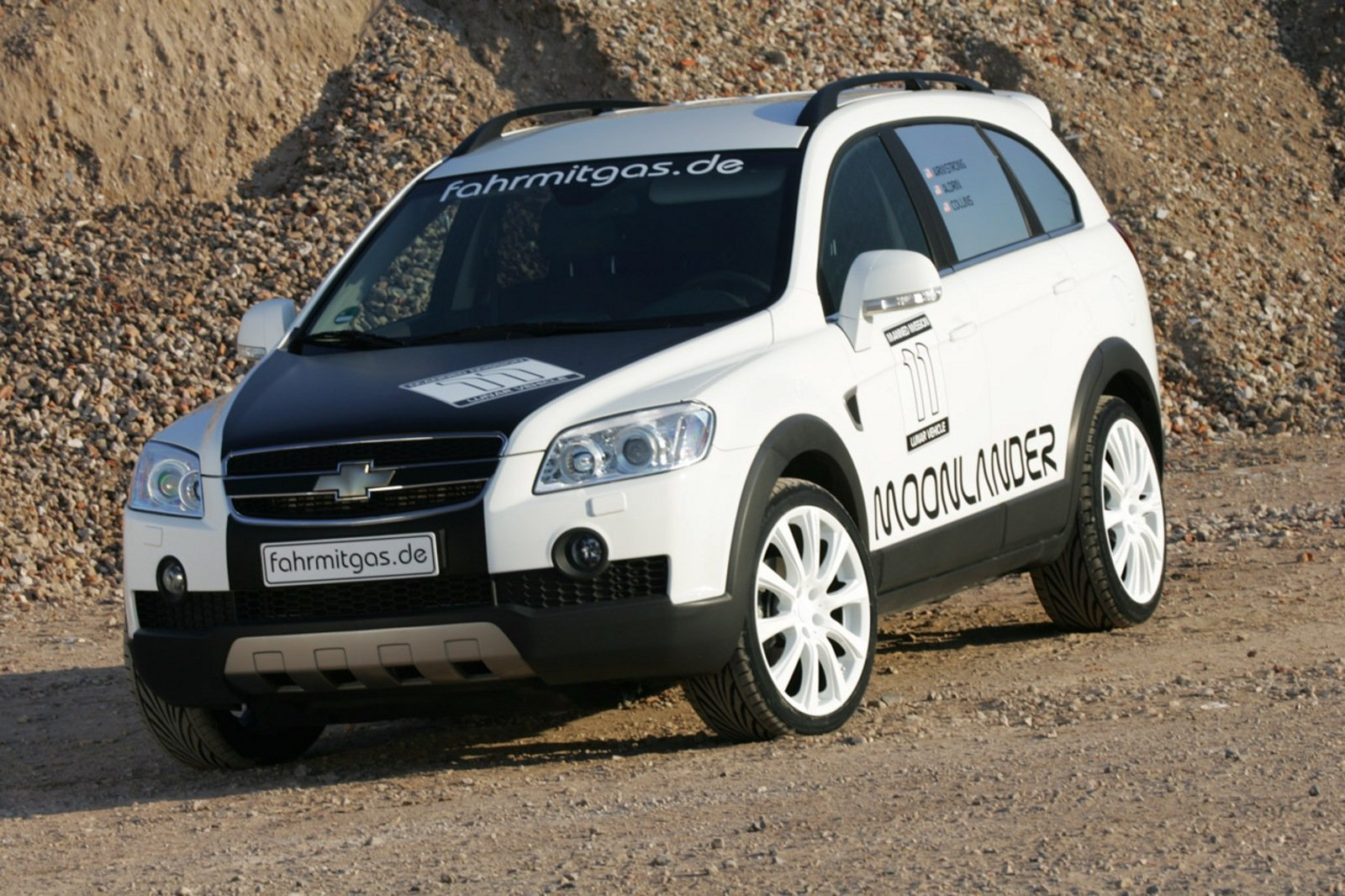 hight resolution of 2009 chevrolet captiva moonlander celebrates 40 years of space exploration