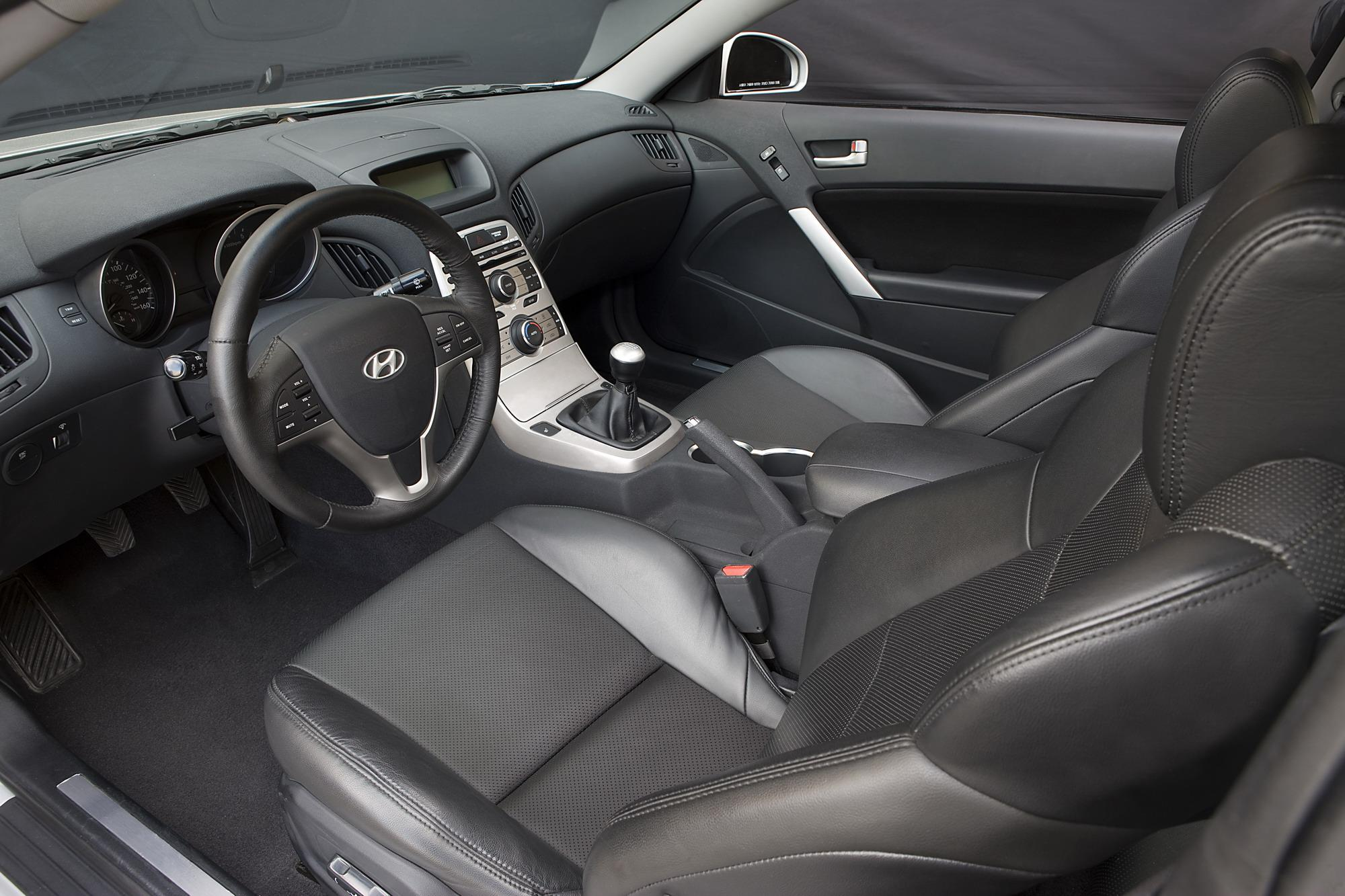 hight resolution of hyundai genesi coupe interior