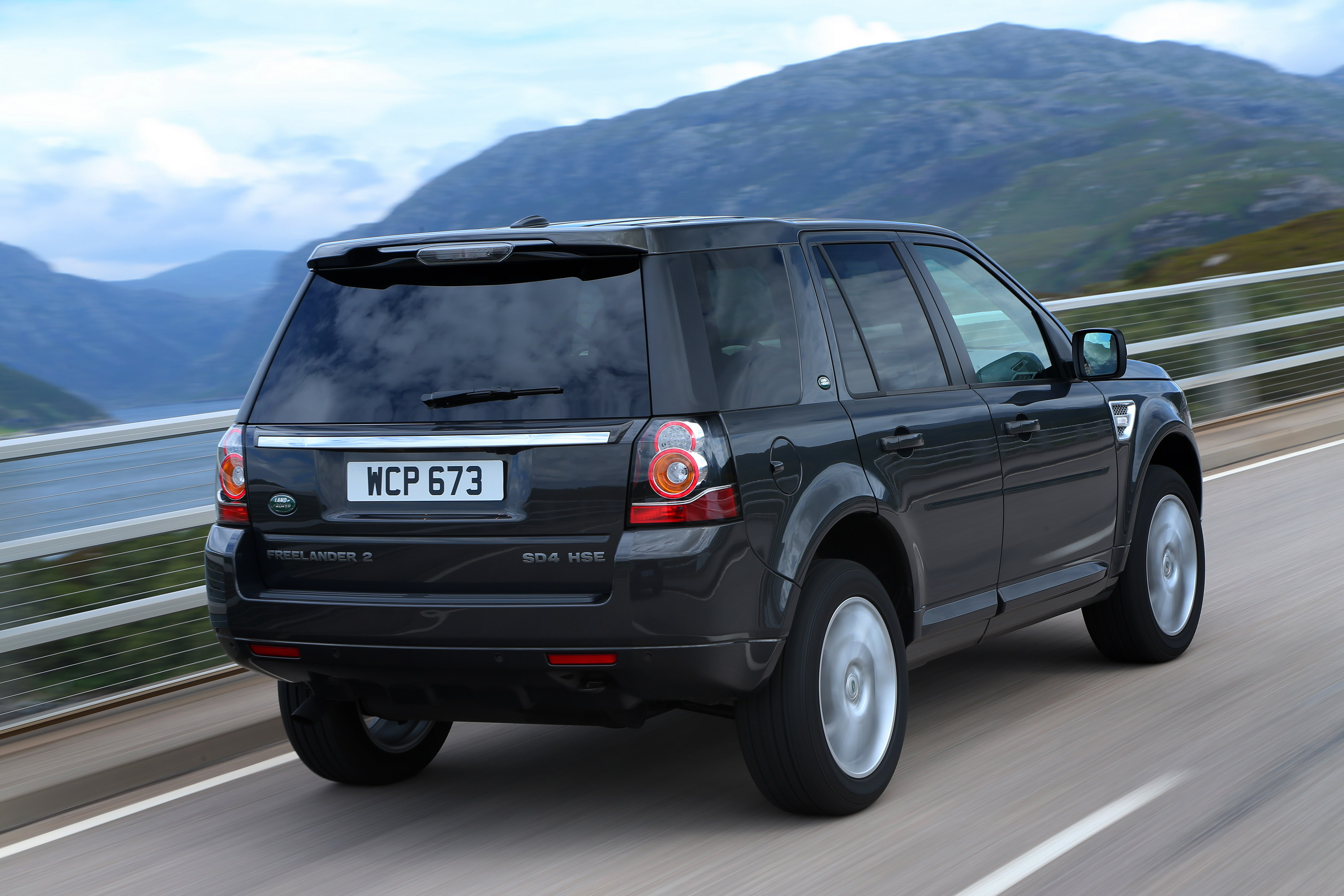 2013 Land Rover Freelander 2 Black And White Edition Review Top